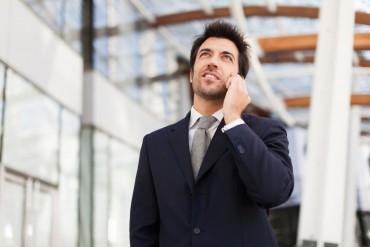 Manager bekommt einen Anruf vom Headhunter